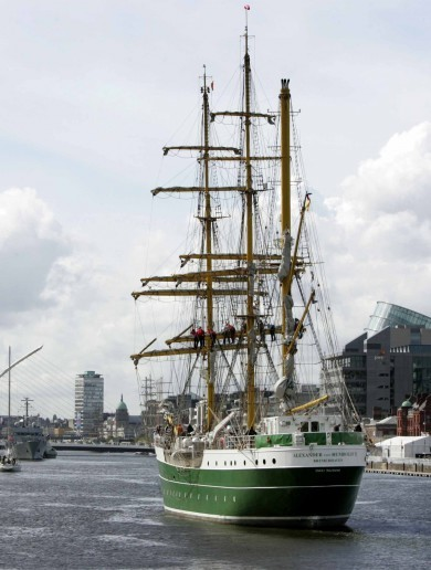 AHOY! The Tall Ships begin to arrive in Dublin (gallery)