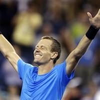 Berdych stuns Federer to set-up Murray showdown