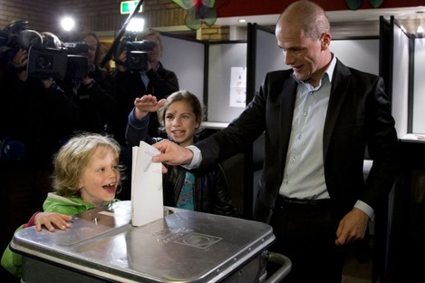Labour Party PvdA leader Diederik Samsom casts his vote as his six-year-old son Fane, left, and eleven-year-old daughter Benthe, center rear, look on