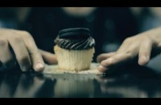 How to eat a cupcake like a gentleman
