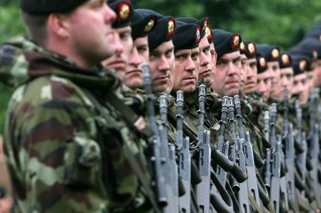Members of the 98th infantry Battalion of the Irish Defence Forces in Kilkenny in 2008.