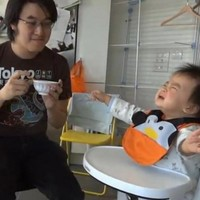 Video: This baby will only eat while Gangnam Style is being played