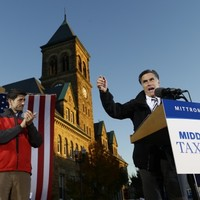 Romney hits the road while Obama closes ranks ahead of second debate
