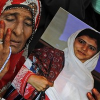 Malala: Pakistani girl activist sent to Britain for treatment