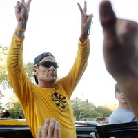 Video: Armstrong speaks of 'difficult couple of weeks' after doping scandal