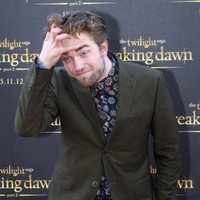 9 photos that prove Robert Pattinson is the most English person ever