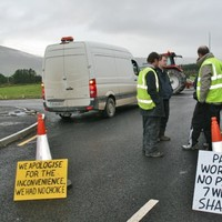 Tralee-Dingle road blocked over payment dispute
