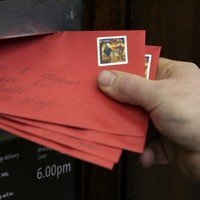 Politicians should show some 'cop-on' over Christmas cards, says Senator