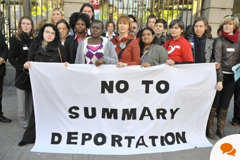 Anti-deportation protesters outside the Dáil in 2010