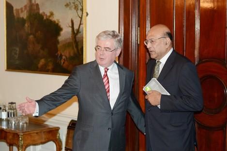 he Indian ambassador to Ireland, Debashish Chakravarti meet with the Tanaiste Eamon Gilmore today to discuss the death of Savita Halappanavar