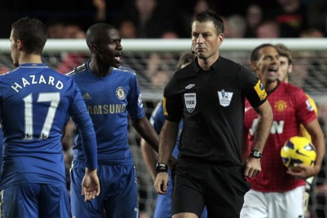 Chelsea's Ramires, center left, remonstrates with referee Mark Clattenburg, center right, during their Premier League match against Manchester United at Stamford Bridge.