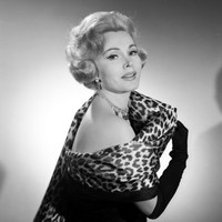 Zsa Zsa Gabor's right leg amputated to save her life