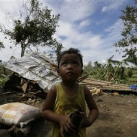 350 dead, 400 missing in Philippine typhoon