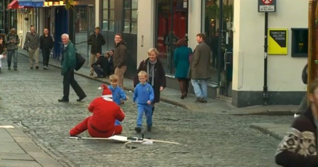VIDEO: Santa attacked in Temple Bar, kids come to his aid