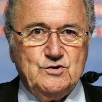 Blatter plans Platini talks on Serbian fine