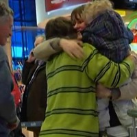Welcome home! Emotional Christmas homecomings at Dublin Airport (video)