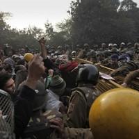 India gang-rape victim battles against the odds: medics