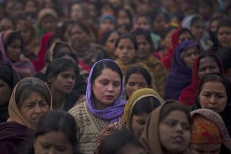 Indian women offer prayers for the gang rape victim.