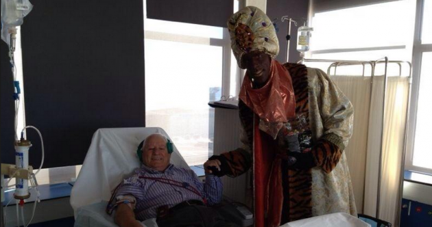 Pic of the Day: Ruud van Nistelrooy goes to bizarre lengths to cheer patients
