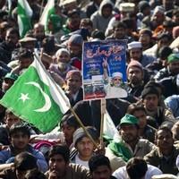 Pakistan court orders PM arrest as protesters defiant