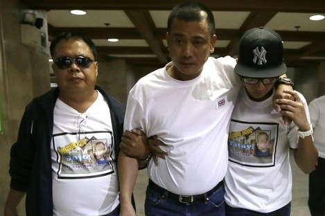 Joseph Balmaceda, centre, one of the four Filipino oil field workers who was wounded but survived the siege.