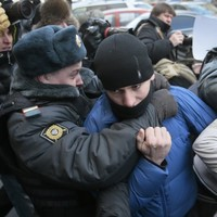 Russian parliament approves bill that could outlaw gay kissing