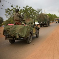 Mali conflict: Islamists offer hostage talks amid French offensive