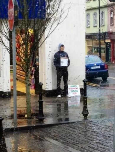 Snapshot: Mayo's All-Star defender Ger Cafferkey braves the weather to help club fundraising drive