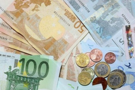 €3.06 billion is a lot of €100 notes...