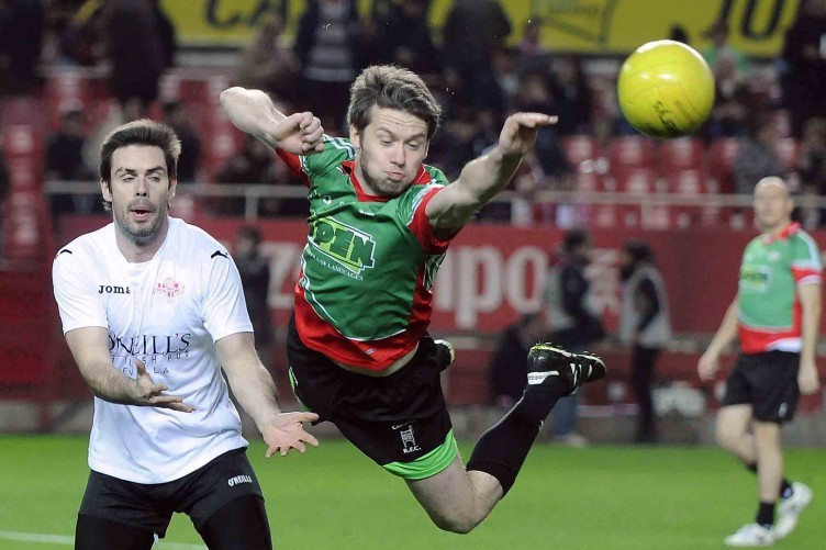 Tommy Barry dives for the ball in last night's game in Seville.