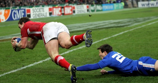 George North scores try, George North's dad runs on to the Stade de France pitch to celebrate