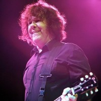 Former Thin Lizzy guitarist Gary Moore dies at 58