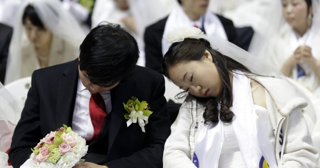 PICS: Thousands marry (and some snooze) at South Korean mass wedding