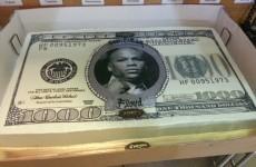 Arrogant Floyd Mayweather is arrogant, has an arrogant birthday cake