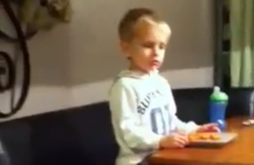 Kid's amazing trick to avoid eating his vegetables (video)