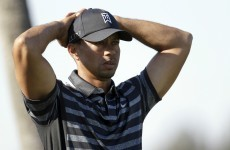 Tiger Woods flubs chip shot, doesn't make it halfway to the hole