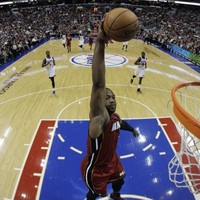 VIDEO: Dwyane Wade slams home 3/4 court alley oop