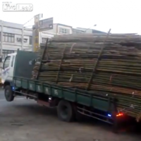 VIDEO: Unloading a truck... like a boss
