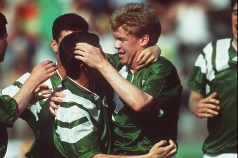 Steve Staunton celebrates with Denis Irwin.