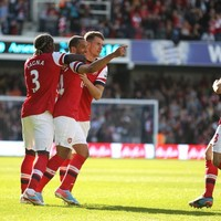 VIDEO: Quick-fire Walcott lifts Arsenal into third