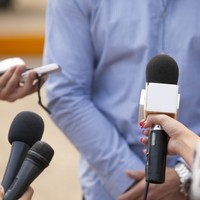 Two journalists receive death threats from paramilitaries