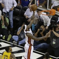 LeBron James nails buzzer-beating lay-up to clinch OT win