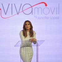 Jennifer Lopez to sell mobile phones