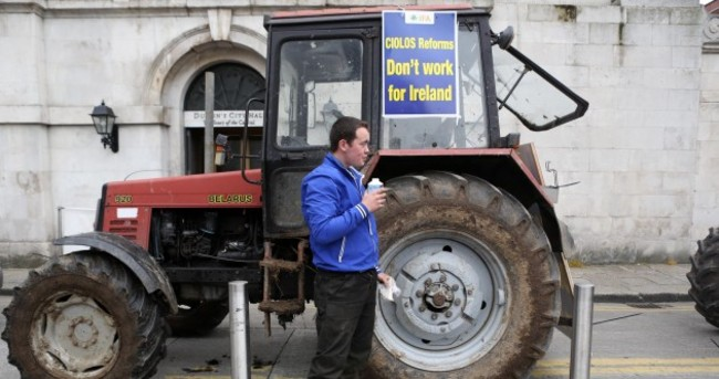 Tractors, dogs and sandwiches: 5,000 farmers protest in Dublin