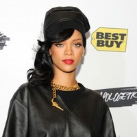 The Dredge: Here's what goes down when Rihanna gets a Brazilian
