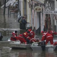 Floods peak in Czech Republic - Germany now on alert