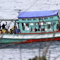 Australia defends decision to leave asylum-seekers' bodies in Indian Ocean