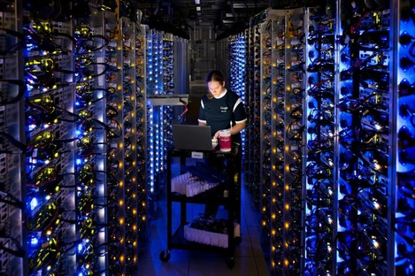 A Google technician working on some of the computers in a data centre in Oregon.