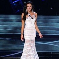 Beauty queen dodges the question in mortifying fashion