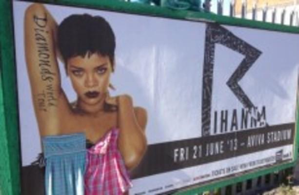 boob measurments Rihanna